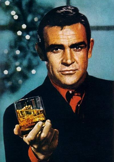 Шон Конъри рекламира уиски. Снимки: от печатна реклама от края на 60-те години.