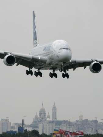 Airbus A380 струва 320 млн. долара и ще излезе на пазара в средата на октомври с първата доставка за Сингапур Еърлайнс. Снимка: Ройтерс