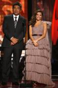 Водещите Ева Лонгория-Паркър и Джордж Лопес по време на церемонията. Снимка: Ройтерс