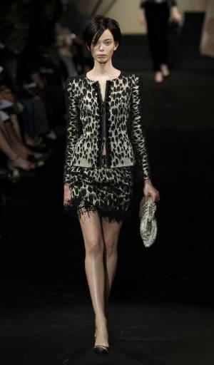 Колекция висша мода есен-зима 2009-2010 на италианския дизайнер Джорджо Армани в Париж. Снимка: Ройтерс