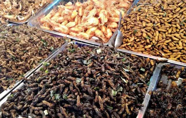 Буболечки за ядене на пазар в Банкок. Снимка: contrabond.com, блог