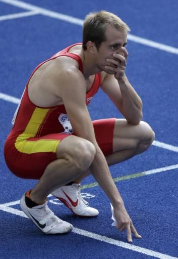 Испанецът Анхел Давид Родригес след бягането на 200 метра мъже в седми кръг от Световното първенство по лека атлетика в Берлин. Снимка: Ройтерс