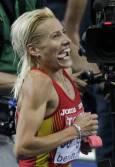 Испанката Марта Домингес празнува победата си в дисциплината бягане с препятствия на 3000 метра жени. Снимка: Ройтерс