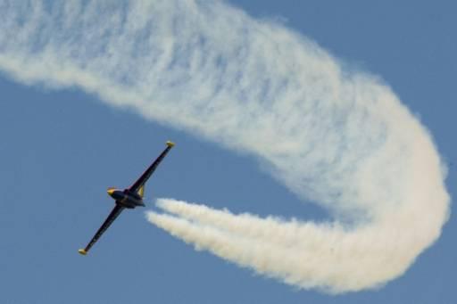 Реактивният самолет Фуга Меджистър лети по време на демонстрация на летище Бурже. Снимка: Ройтерс