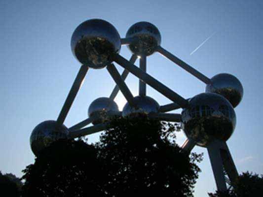 Прочутият атомиум в Брюксел. Снимка: Вихрен Стоев