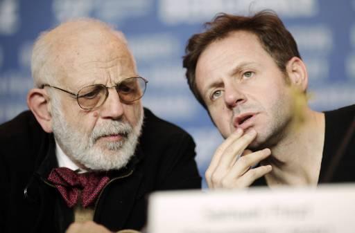 """Българските актьори Ицхак и Самуел Финци на пресконференцията на представянето на австрийския филм с тяхно участие """"Kill Daddy Good Night"""" на кинофестивала """"Берлинале 2009"""". Снимка: Ройтерс"""