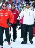 Цеко и Бойко отиват към пистата да се пуснат със ски. Снимка: Булфото