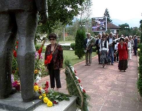 Кой направи паметника на Тато и как му се надсмя Радой Ралин + априлски...