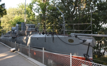 """Музейният експонат """"Дръзки"""" пред Военноморския музей във Варна"""