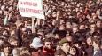 Кой се вижда като се увеличат снимките от първите митинги