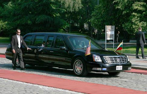 Лимузината на Буш на площад