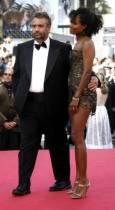 Люк бесон позира със съпругата си Върджин Сила. Снимка: Ройтерс