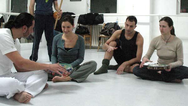 Лало учи българи на капоейра. Снимка: Светослава Банчева
