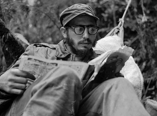 Фидел Кастро като нелегален бунтовник в планински лагер, 1953 г. Снимка: ЕФЕ/БТА