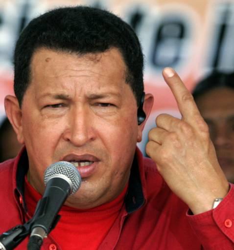 Уго Чавес говори пред журналисти в Каракас на 5 май, когато стана член на Обединената социалистическа партия на Венецуела. Снимка: Ройтерс