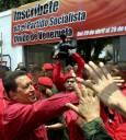 Чавес поздравява своя привърженици в Каракас на 5 май. Снимка: Ройтерс