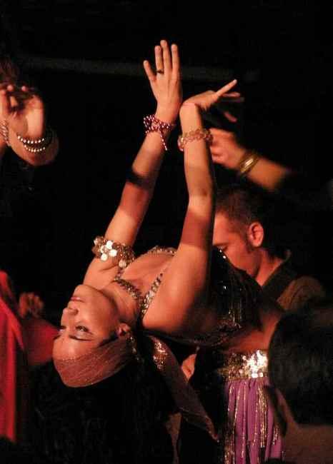 Кубинка танцува