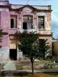 Жилищна сграда в Хавана. Снимка: Любомир Любенов