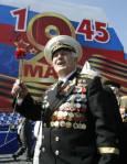 Ветеран от Съветската армия на Червения площад на 9 май. Снимка: Ройтерс