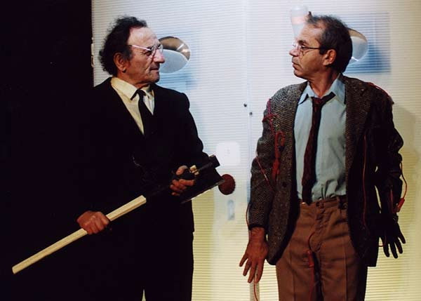 """Манчев (вляво) в сцена от пиесата """"Мотиви за кларинет"""" от Станислав Стратиев, играна над 100 пъти в Сатирата. Снимка: архив на Сатиричен театър"""