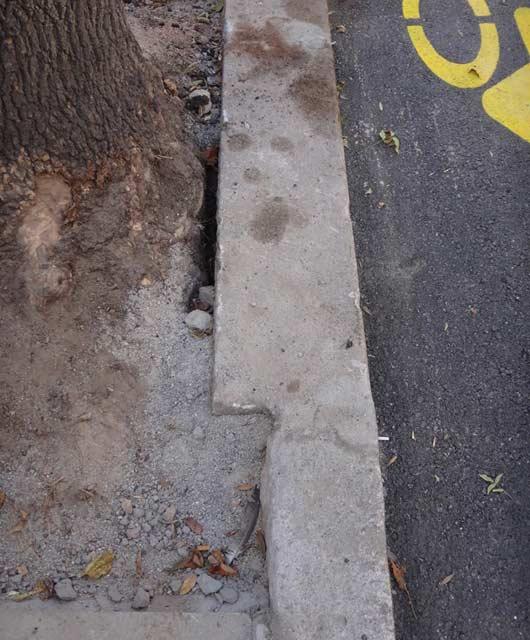 Формите на бордюрите не са от значение за строителите на София. Снимки: Строителство София, фейсбук страница