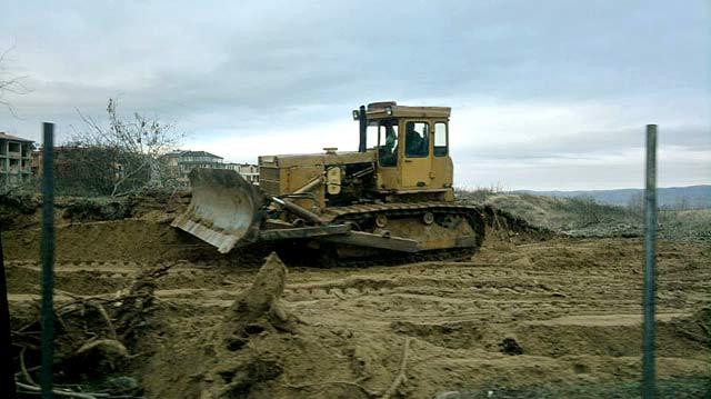 Булдозер унищожава дюни на 29 декември 2012 г. Снимки: от страницата на Тома Белев във Фейсбук