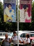 """Поклоннички на Елвис Пресли на посещение в имението му """"Грейсланд"""". Снимка: Иван Бакалов"""