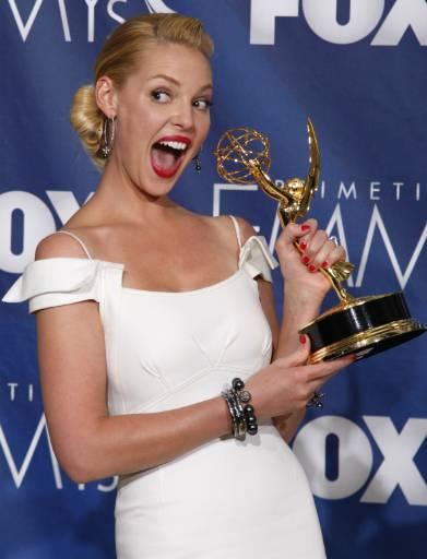 Катрин Хийгъл се радва след като спечели наградата за най-добра поддържаща актриса в драматичен сериал за ролята си в Анатомията на Грей. Снимка: Ройтерс
