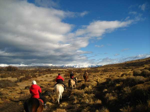 Разходка с коне в степите на Патагония, Аржентина. Снимка: Евгения Волен