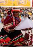 Жена в национална носия на фолклорен фестивал в гр. Пуно на езерото Титикака, Перу.