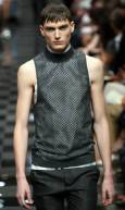 """Манекен представя модел от колекцията пролет-лято 2010 на """"Прада"""" на Седмицата на модата в Милано. Снимка: Ройтерс"""