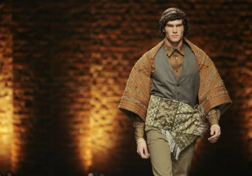 Манекен представя модел от колекцията есен-зима 2008/09 за мъже на Аликзандър Маккуин на Седмицата на модата в Милано. Снимка: Ройтерс