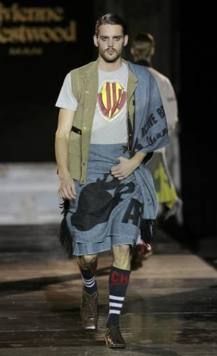 Манекен представя модел от колекцията есен-зима 2008/09 за мъже на Вивиан Уестууд на Седмицата на модата в Милано. Снимка: Ройтерс