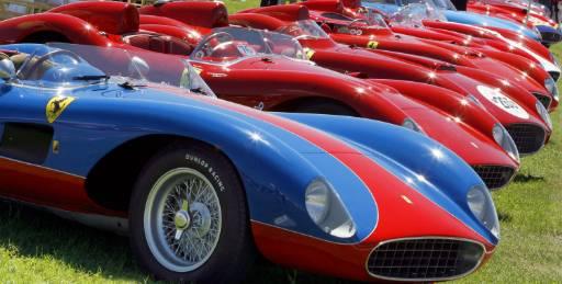 Винтидж автомобили Ферари са паркирани близо до централата на компанията в италианския град Фиорано по време на празненствата по случай 60-годишнината на марката на 23 юни. Снимка: Ройтерс