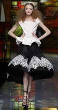 """Колекция пролет-лято 2009 на Джон Галиано за модна къща """"Диор"""". Снимка: Ройтерс"""