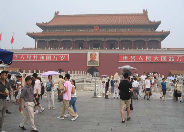 Входът на Забранения град в Пекин. Снимки: Гергана Мартинова