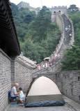 На Китайската стена с преспиване - някои кутайски туристи си опъват палатка и преспиват през нощта там. Снимки: Гергана Мартинова