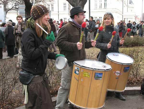 Протестиращите против разпространението на генномодифицираните храни в България не бяха малко и бяха доста активни. Снимки: авторката