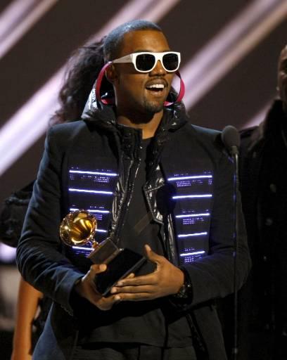 Рапърът Кание Уест получава наградата си за най-добър рап албум за