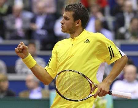 Младият български тенисист измъчи много световния номер 1 Рафаел Надал във втория кръг на силния турнир в Ротердам, Холандия. Димитров отстъпи с 1-2 сета – 5:7, 6:3, 2:6, но вложи всичките сили и опит на своите 17 години срещу шампиона от Australian Open. Мачът на централния корт продължи два часа и 25 минути. Снимка: Ройтерс