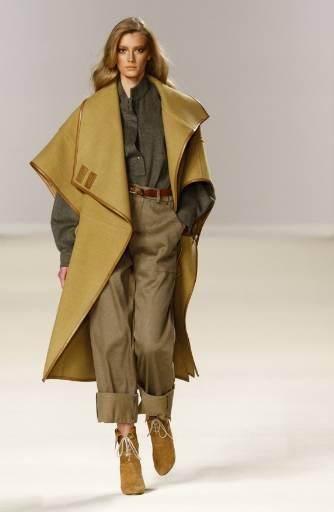 Колекция  есен-зима 2009/10 на британската дизайнерка Хана Макгибън.  Снимка: Ройтерс