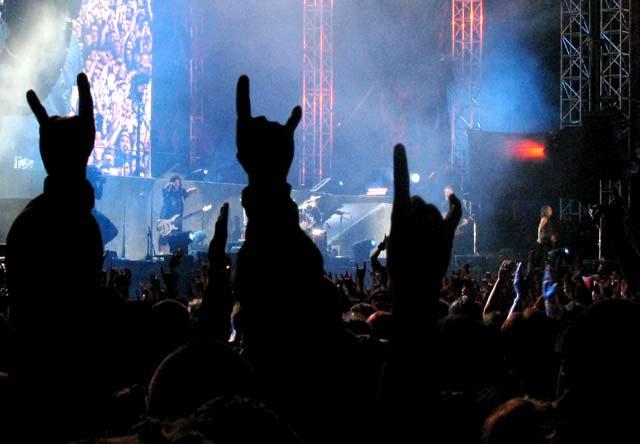 Пред сцената на фестивала Sonisphere - Sofia Rocks в София. На сцената -