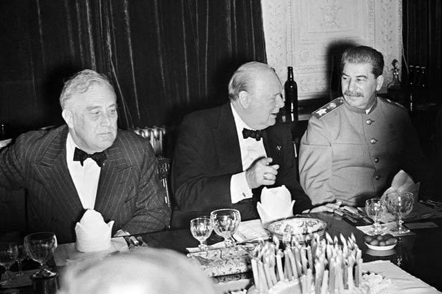 Чърчил черпи за рожден ден