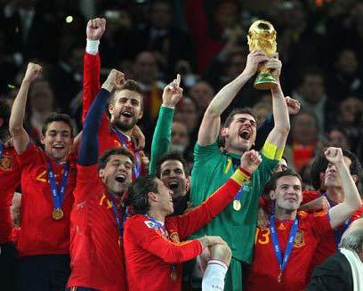 Испанците ликуват със световната купа по футбол