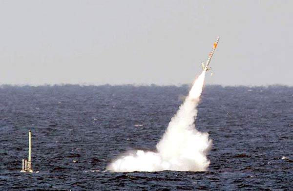 Изстрелване на ракета от подводница срещу Либия