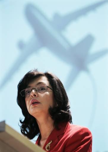ЕК затваря уебстраници на авиокомпании