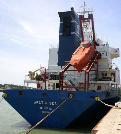 Екипажът на Арктик сий пристигна в Русия
