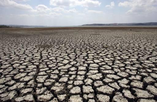 Пресъхнало езеро в Турция