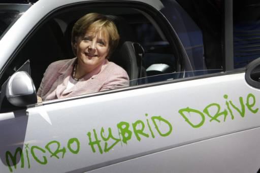 Ангела Меркел на автоизложението във Франкфурт