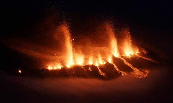 Вулкан изригна в Исландия